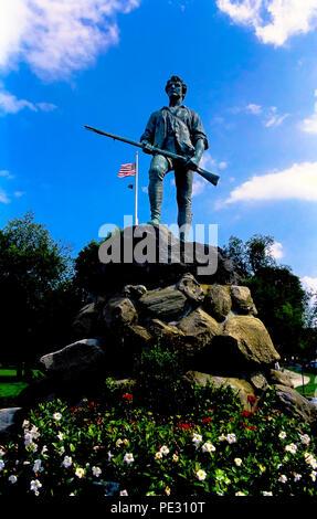 El Minuteman estatua en el verde, en Lexington, Massachusetts, EE.UU.