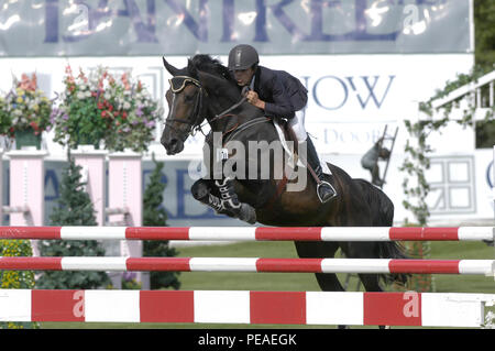 CSIO Masters, Spruce Meadows, en septiembre de 2004, Roberto Terán (COL) caballo Polyfax Foto de stock