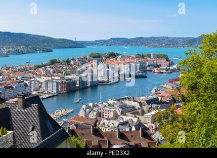 Bergen, Noruega. Vista de la ciudad desde las laderas del Monte Fløyen, Bergen, Noruega