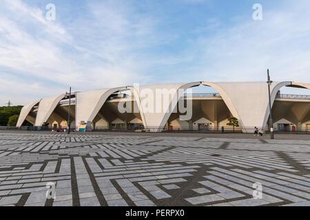 Komazawa Olympic Park Stadium (Murata Masachika Architects), construido para los Juegos Olímpicos de Verano de 1964 en Tokio, Japón
