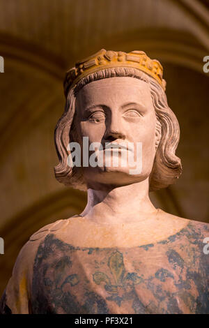 Busto del rey Luis IX (1214-1270 AD) - AKA St Louis, un reformador rey, en la pantalla dentro de la Conciergerie, en París, Francia