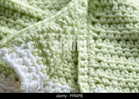 Crochet cardigan, detalle del bebé