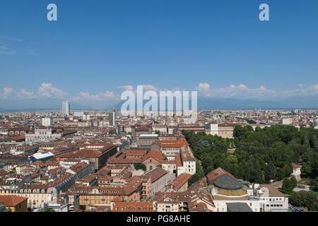 Vista de Turín y de los Alpes desde la Mole Antonelliana, Italia