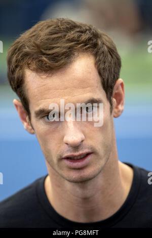 Nueva York, Estados Unidos. 24 Aug, 2018. El tenista británico Andy Murray llega para una conferencia de prensa en el US Open de tenis, en el estadio de Armstrong, en Flushing Meadows, Nueva York, Estados Unidos, 24 de agosto de 2018. Crédito: Miguel Rajmil/EFE/Alamy Live News