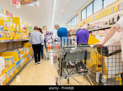 Supermercado ALDI. UK Foto de stock