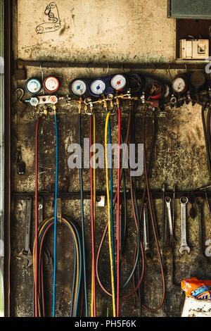 Herramientas mecánicas de colgar en pared en Georgetown Penang, Malasia