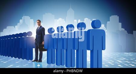 Destacando el concepto de multitudes con el empresario Foto de stock