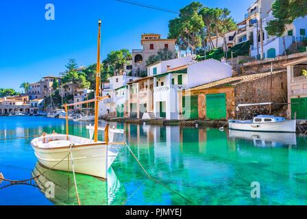 Hermosa vista de Cala Figuera, antiguo puerto pesquero en Mallorca, Islas Baleares, España Mar Mediterráneo