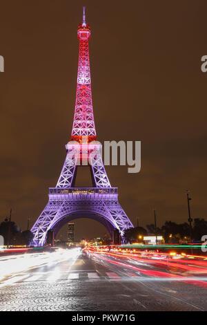 El espectáculo de luces en la Torre Eiffel, en la noche del 13 de septiembre de 2018 para celebrar el 160º aniversario de Japan-France amistad.