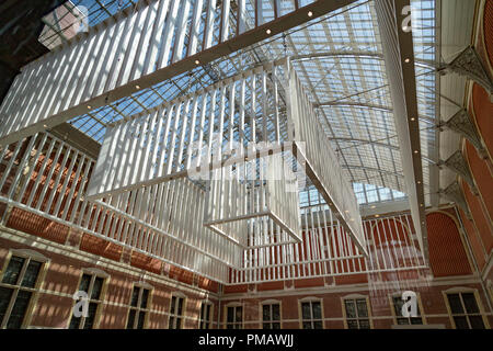 Rijksmuseum, edificio del siglo XIX que alberga obras maestras de la Edad de Oro holandesa y el arte europeo. Amsterdam, Países Bajos