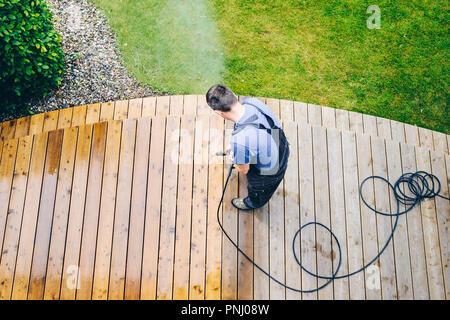 Limpieza Hombre Terraza Con La Hidrolavadora Limpiador De
