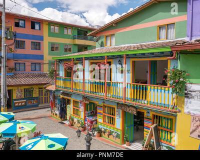 Guatape, Colombia. Normalmente los coloridos edificios en Guatape Colombia