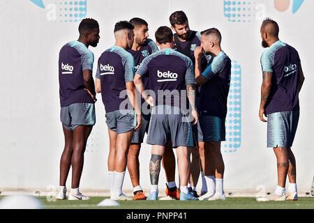 Jugador de Barcelona se reúnen durante una sesión de entrenamiento en la Ciudad Deportiva Joan Gamper, en Barcelona, España, 22 de septiembre de 2018. Barcelona se enfrentará mañana Girona para la primera división de la Liga española de 5ª ronda. EFE/Alejandro García
