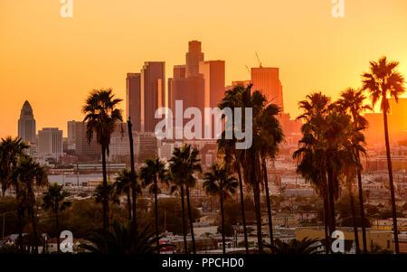 Sunset skyline de Los Angeles, California, Estados Unidos.