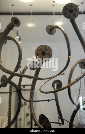 En la prehistoria. Artículo Edad del metal. Lurs. El lur cuernos son los instrumentos de viento nórdico distintivamente. Se utiliza para crear una atmósfera de sonido de fondo para los rituales de la Edad de Bronce. Todos los lurs fueron encontrados en turberas y son del periodo 1200-700 A.C. Museo de Dinamarca. Copenhagen.