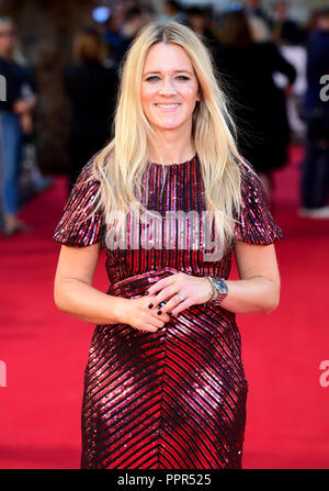 Edith Bowman asistieron al estreno británico de ha nacido una estrella celebró en el Vue West End, Leicester Square, Londres. Foto de stock