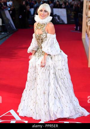 Lady Gaga asistieron al estreno británico de ha nacido una estrella celebró en el Vue West End, Leicester Square, Londres. Foto de stock