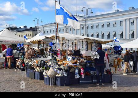 Plaza del Mercado (Kauppatori). Finnish recuerdos y regalos. Helsinki Foto de stock
