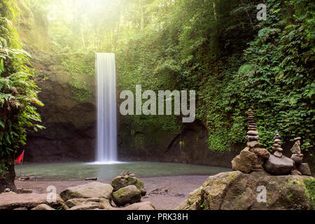 Hermosa cascada Tibumana en Bangli, Bali, Indonesia