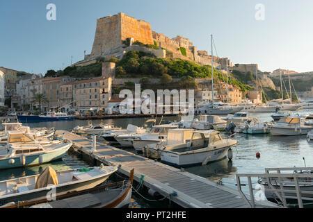 El puerto y la ciudadela de Bonifacio, Corse du Sud, Córcega, Francia