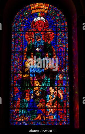 Reino Unido, Kent, Canterbury, la Catedral de Canterbury interior, Sudeste de crucero, vitral creado por el húngaro Ervin Bossanyi