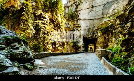 Los túneles de Otelo, en la Coquihalla Canyon, del ahora abandonado Kettle Valley Railway, cerca de la ciudad de Hope, Columbia Británica, Canadá Foto de stock