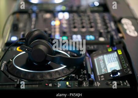 Remote y mezclador de DJ para la música. Francia.