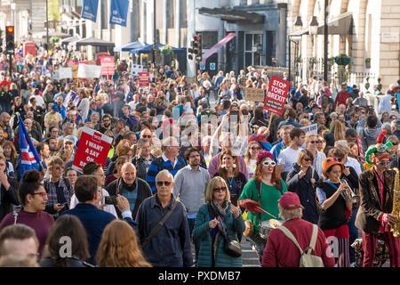 Siendo los manifestantes en la campaña voto popular de marzo, exigiendo un voto final sobre la Brexit tratar,miles de personas marcharon por el centro de Londres para ser escuchado.