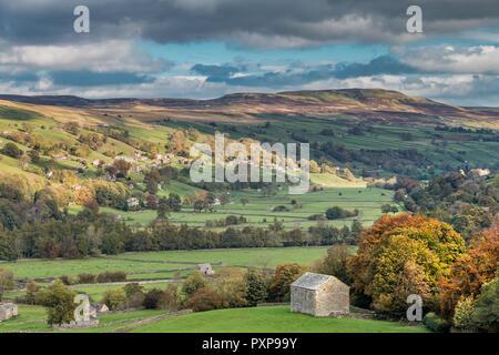 Parque Nacional de Yorkshire Dales paisaje otoñal, Swaledale, Baja Fila y Calver colina desde Crackpot