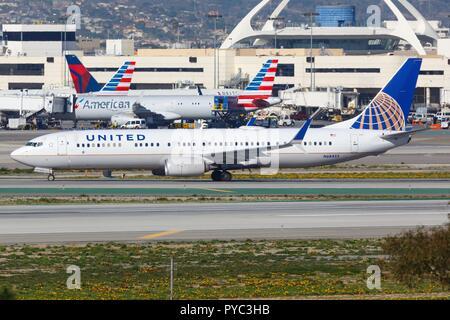 Los Angeles, EE.UU. - 22. Febrero 2016: United Airlines Boeing 737-900 en el aeropuerto de Los Ángeles (LAX) en los Estados Unidos. Uso | en todo el mundo