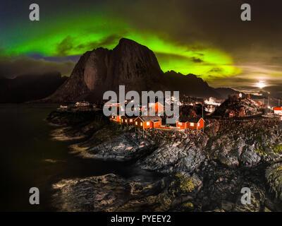 Romántico pueblo pesquero de Noruega - bajo las luces del norte