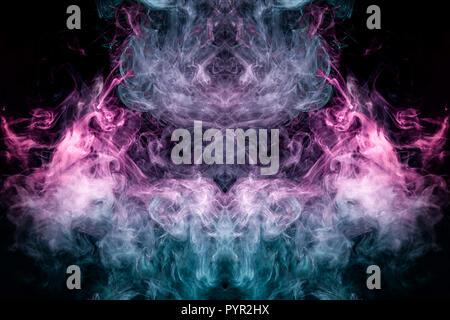 Impresión de fantasía para ropa: camisetas, sudaderas. Colorido rosa y humo azul en forma de un cráneo, monstruo dragón negro sobre un fondo aislado