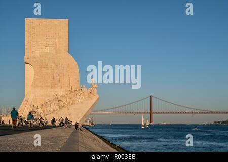 El Monumento a los Descubrimientos, Padrao dos Descobrimentos, a orillas del río Tajo (Rio Tejo) en el barrio de Belem, Lisboa, Portugal.