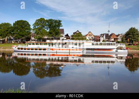 Barco de pasajeros Karlshafen, Bodenwerder, cuna del Barón Muenchhausen, Weserbergland, Baja Sajonia, Alemania, Europa