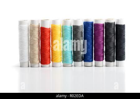 Conjunto de hileras de color aisladas hilos de costura