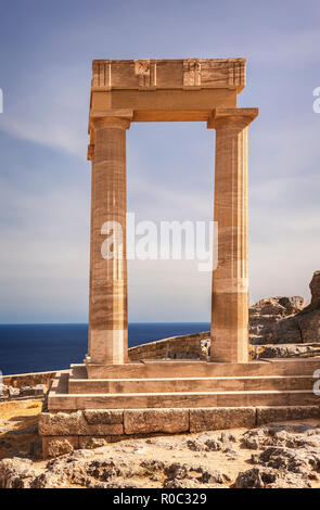Antiguo templo permanece en Lindos. Rodas, Grecia.