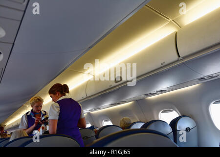 Monarch Airlines. A bordo de la cabina de una aeronave monarca. Málaga, Andalucía, España, Europa