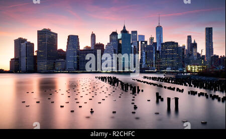 Skyilne Manhattan, Ciudad de Nueva York al atardecer.