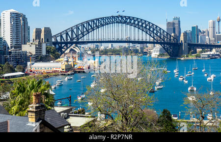 Sydney Harbour Bridge visto desde la bahía Lavender, Sydney, NSW, Australia.