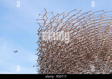 Londres - jun 24: La Colmena, una construcción de aluminio situada en Kew Gardens el 24 de junio de 2018, en Londres, Reino Unido. Foto de stock