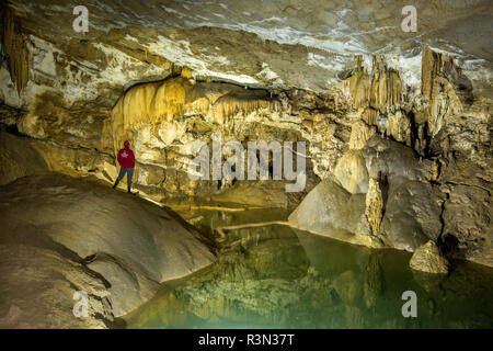 Uno de los lago interior Krizna jama, la cueva donde los restos de más de 100 osos (Ursus ingressus Cueva) han sido encontrados, Blo?ka polica, Eslovenia