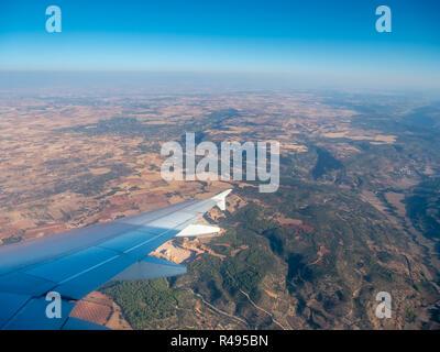 Vista aérea del campo español desde la ventana del avión