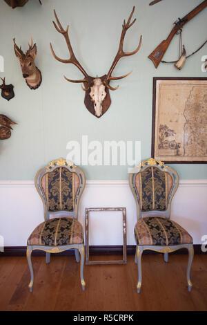 Letonia, al noreste de Letonia, Vidzeme, Región Costa Dunte, Break del Barón Karl von Munchausen, escritor de historias fantásticas, sala con cabezas de animales