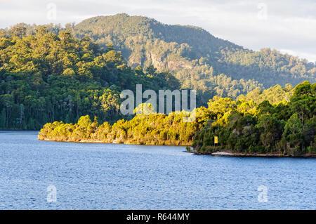Lago Rosebery en la región de la costa oeste de Tasmania