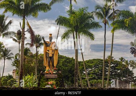 Hilo, Hawaii - una estatua de Kamehameha el Grande en Wailoa River State Park. Kamehameha unificó las islas hawaianas en el Reino de Hawai en 1810