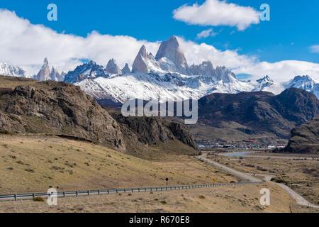 Monte Fitz Roy y el pueblo El Chalten en Argentina