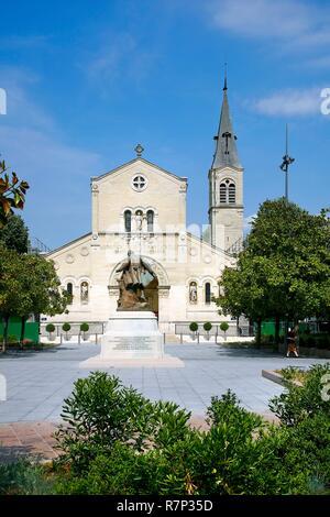 Francia, Val de Marne, Charenton, Place de l'Eglise,la Iglesia de San Pedro