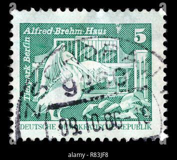 Sello postal de la Alemania Oriental en la construcción en la RDA, pequeño formato serie publicada en 1974