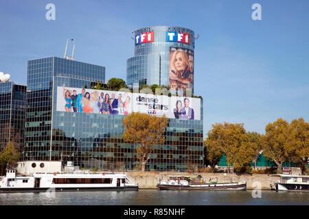 TFI, un canal privado de televisión, más vistos en Europa, en las orillas del río Sena, París