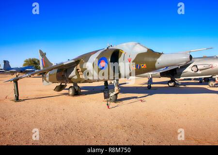 RAF Hawker Siddeley Harrier GR3 VSTOL avión de combate en la pantalla en el Pima Air & Space Museum de Tucson, AZ